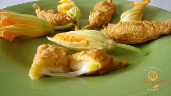 Fiori di zucca fritti con cuore filante al formaggio