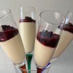 Dessert freddo allo yogurt con frutti di bosco