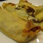 Crepes con salsa alle olive e formaggio