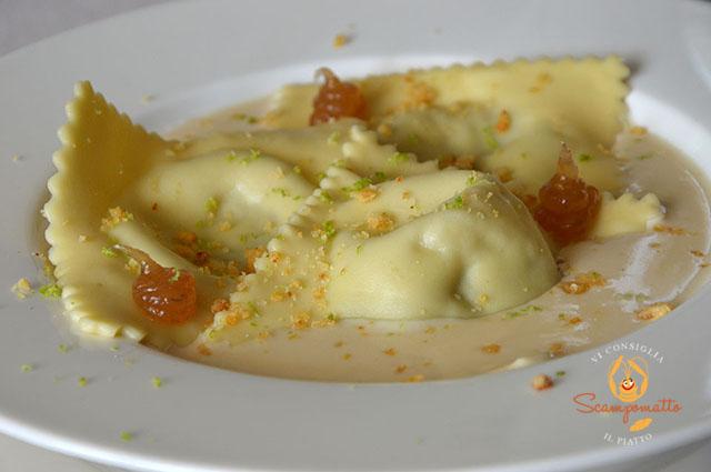 Ravioli di zucca e gorgonzola in agrodolce al profumo di lime in crema di parmigiano e gelatina di pere