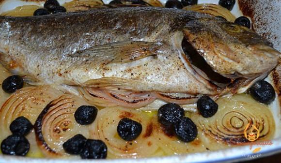 Orata con cipolla ed olive nere