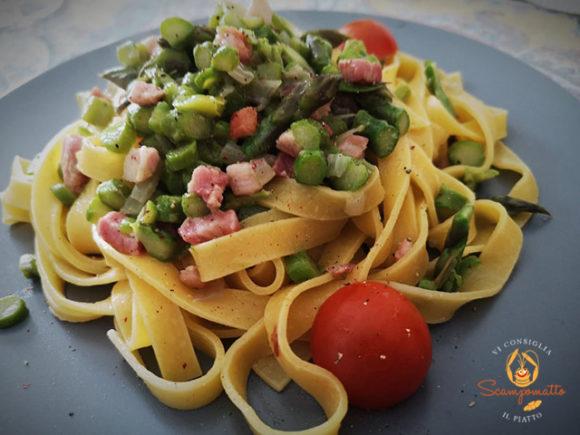 Tagliatelle fresche all'uovo con asparagi e pancetta